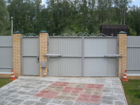Установка ворот на дачном участке
