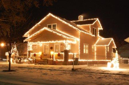 Украшаем дом снаружи: освещение и отделка