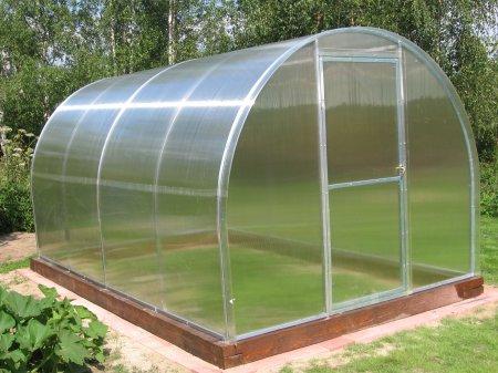 Строим теплицу для садового участка